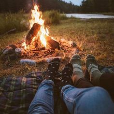 Summer Camping Photography Photo Ideas Ideas For Photography Camping ; sommer camping fotografie foto ideen ideen für fotografie camping Summer Camping Photography Photo Ideas Ideas For Photography Camping ; Camping Photography, Photography Photos, Nature Photography, Photography Couples, Winter Photography, Camping Outfits, Camping Fashion, Dream Dates, Camping Aesthetic