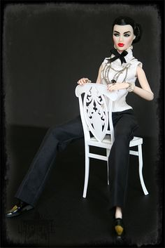 my newest doll :FR Ayumi Opium. I rename her Coco in souvenirs of Gabriel Chanel. But she's an asian girl and sometimes she's playing 1930 role :)