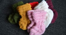 Vastasyntyneen vauvan villasukat (ohje) Xmas Crafts, Diy And Crafts, Joko, Baby Socks, Baby Girl Dresses, Baby Booties, Knitting Socks, Fingerless Gloves, Arm Warmers
