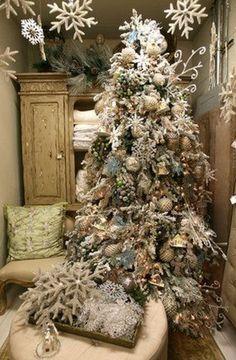 ☆ White Christmas Wonderland ☆ white and ivory christmas tree | Back Home Living, Austin