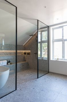 Diy Bathroom, Bathroom Trends, Chic Bathrooms, Dream Bathrooms, Bathroom Interior, Concrete Bathroom, Bathroom Faucets, Bathroom Goals, Luxury Bathrooms