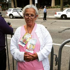 """Joanne Tangreen traveled 51 hours by train from Utah to come to Philly """"on prayer and faith."""" This morning she was given tickets to the papal mass and festival from a kind stranger. #PVatPope"""