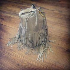 #light #gray #white #fringe #tassel #bag #handmade #handbag #sack #sewing #embroidery #fashion #fabric #outfit #leather #label #skóra #worek #szary #biały #pattern #wzór #zawieszka #frędzle #koszalin #polska #Deutschland #rękodzieło #Moder #model 12