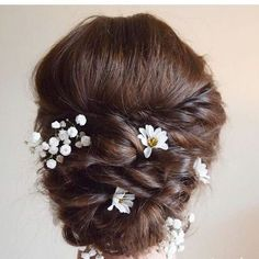 33 Bridal Bun Hairstyle Ideas for Your Wedding Day | Brit + Co