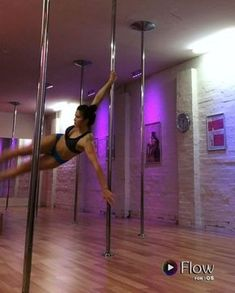 A productive Sunday sesh of static spins @poledivas #sundaysesh #ofadifferentkind #mischkalovespole #poledivas #poledance #poledancersofig #polefitness #static #dynamic #lovinglife #atdivas #fit #fitspo #stronggirls #fitfeels #dance #playtime #lovetodance #training #poleacro #polejams #learning #newstuff #synapson #tunes #neverstopdancing ✌️