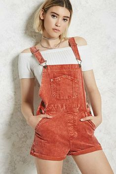A pair of corduroy overall shorts featuring a five-pocket construction, adjustable shoulder straps, side button detailing, a mock fly, and cuffed hem. Cute Casual Outfits, Summer Outfits, Girl Outfits, Dungarees Shorts, Short Overalls, Summer Fashion For Teens, Cute Fashion, Overall Shorts, Korean Fashion