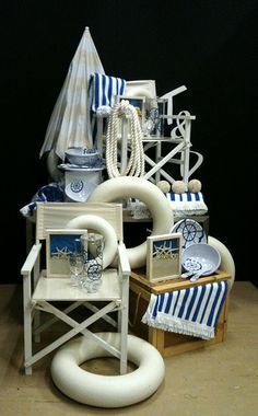 beach display - use each separately to decorate a room or a small group for a nautical vignette! Visual Merchandising Displays, Visual Display, Display Design, Store Design, Display Ideas, Window Display Retail, Retail Windows, Store Windows, Deco Marine