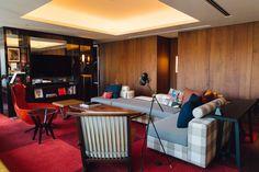 アジア初上陸「ハイアット セントリック」の内部公開、ミレニアル世代がターゲット Park Hotel, Guest Room, Corner Desk, Interior, Furniture, Home Decor, Fashion News, Bali, Corner Table