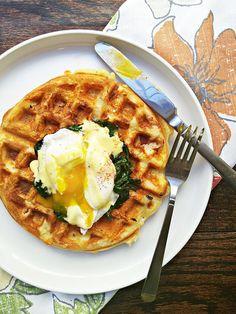 Vaffel med æg, bacon og ost