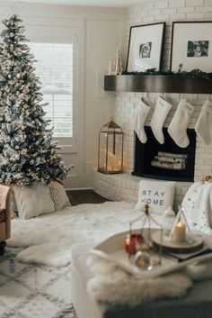 I had a bunch of requests to share my holiday decor in my family. I love this spot in our… I had a bunch of requests to share my holiday decor in my family. I love this spot in our… Winter Home Decor, Winter House, Christmas Mood, Vintage Christmas, Holiday Mood, Christmas Movies, Merry Christmas, Christmas Breakfast, Christmas Makeup