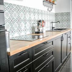 173 mentions J'aime, 1 commentaires - Mosaic Del sur ( sur Ins. Cosy Kitchen, Kitchen Tiles, Home Decor Kitchen, Kitchen Interior, New Kitchen, Kitchen Dining, Home Room Design, Home Interior Design, Black Kitchens