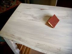 Como fazer pátina provençal em móvel – com passo a passo – Além da Rua Atelier Recycled Furniture, Recycled Wood, Painted Furniture, Home Projects, Home Crafts, Diy And Crafts, Pintura Patina, Decoupage Vintage, Church Crafts