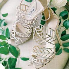 Enamoradas de estas sandalias espectaculares de @jimmychoo  #love  #cheersve #venezuela #vzla #valencia #maracay #caracas #maracaibo #bouquet #fiesta #party #proveedores #eventos #celebration #celebración #boda #flores #igers #wedding #shoes #inspiracion #inspiration #barquisimeto #publicidad #bride #bridemaids #novia #zapatos #eventos by cheers.ve