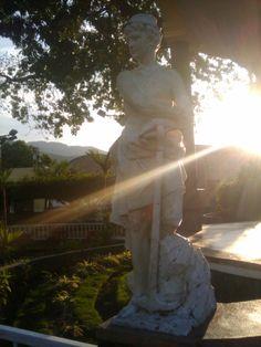 Una de dos estatuas del Parque Central de Guastatoya. 1/2