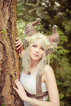 Ethereal Ram Horn Headdress van idolatre op Etsy