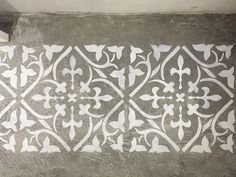 Entenda essa técnica de pintura em cimento queimado e descubra os detalhes da aplicação de stencil no concreto. Veja como fazer as formas você mesmo!