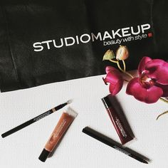 Visit us: www.studio-make-up.com #Studiomakeup  giveaway #makeupartist #makeupaddict Makeup Addict, Giveaway, Studio, Instagram, How To Make, Style, Step By Step, Make Up, Swag