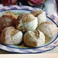Citronisar- recept finns på bloggen! Under kategori bröd med surdeg. Ingen levande surdegsstart används utan enbart torkad surdeg från Finax! Så brödet går fort att baka. Den torkade surdegen kan uteslutas om den inte finns hemma också.  #lemonbread #recipe #glutenfree #citronbröd #kuvertbröd #recept #matbild #utangluten #baka #glutenfriblogg #älskarattbaka by ambrosiasglutenfria
