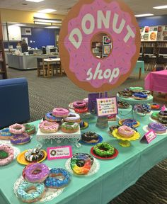 scottsdale_art_teacher Like many of my fellow art teachers, I taught a donut sculpture lesson earlier this year with my 6th grade…