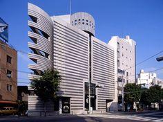 Watari-um contemporary art gallery by Mario Botta Architetto Le Corbusier, Modern Buildings, Postmodernism, Brutalist, Skylight, Design Process, Mario, Facade, Skyscraper