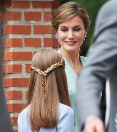 Newmyroyals:  Infanta Sofia's First Communion, May 17, 2017-Queen Letizia