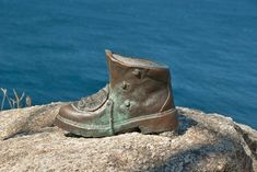 An Introduction to the Camino de Santiago routes - Grownup Travels - Pilgrims Boot sculpture Camino de Santiago - Bryce Canyon Hikes, Utah Hikes, Canyon Utah, Camino Routes, West Coast Trail, Rocky Mountain National, National Forest, Walking Routes, Lady Of Fatima