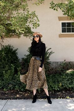 One of my favorite things about October is getting my wardrobe ready for fall. Lately I have been loving adding leopard print to my looks so when I saw this skirt at Nordstrom I knew I had to have it. Stylish Winter Outfits, Fall Winter Outfits, Casual Outfits, Cute Outfits, Winter Skirt Outfit, Skirt Outfits, Looks Rockabilly, Modest Fashion, Fashion Outfits