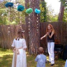 Violinista en la comunión de María
