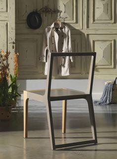 Cadeira Épice. Tão interessante visualmente com seus traços retos e equilibrados e tão confortável na sua leveza!