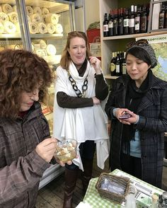Yummy experiences in #Athens' best traditional #grocery shops & alluring #delicatessens! 🍯🍰🍷 #foodtour #traveltips #travel