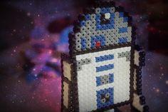 Er hat den Krieg der Sterne überlebt! R2D2 ist neben BB-8 einer der süßesten Charaktere aus dem Star Wars Universum und hier ganz einfach zum Nachbasteln.