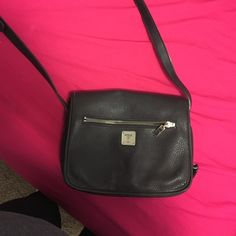 Guess cross body purse Black! Only been used a couple of times Guess Bags  Crossbody 1e6117db913a2