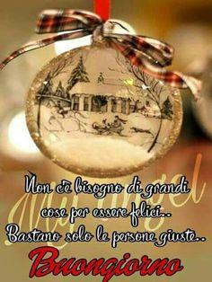 Buongiorno natalizio Victorian Christmas Ornaments, Christmas Bulbs, Christmas Crafts, Merry Christmas, All About Virgo, Italian Greetings, Good Morning, Holiday Decor, Genere