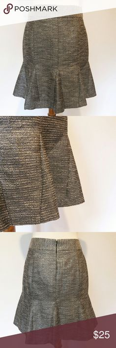Banana Republic Silver Tweed Trumpet Skirt Banana Republic silver metallic Tweed Trumpet Skirt.  Size 2.  64% Polyester, 23% Cotton.  In like new condition! Banana Republic Skirts