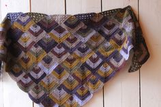 I love the colours and the geometry in this shawl.