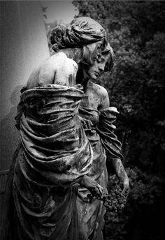 Staglieno Cemetery statue photo by f-c-n Cemetery Angels, Cemetery Statues, Cemetery Headstones, Old Cemeteries, Cemetery Art, Graveyards, Alone In The Dark, The Dark World, Funny Art