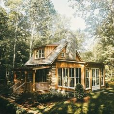 Cottage In The Woods, Cabins In The Woods, Cabins In The Mountains, Mountain Cottage, Mountain Cabins, Haus Am See, Little Cabin, Log Cabin Homes, Log Cabins