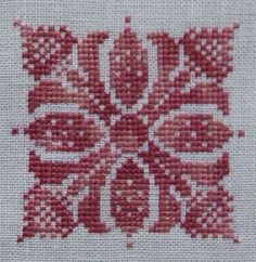 This Pin was discovered by Cec Cross Stitch Heart, Cross Stitch Borders, Cross Stitch Alphabet, Cross Stitch Flowers, Cross Stitch Designs, Cross Stitching, Cross Stitch Embroidery, Embroidery Patterns, Hand Embroidery