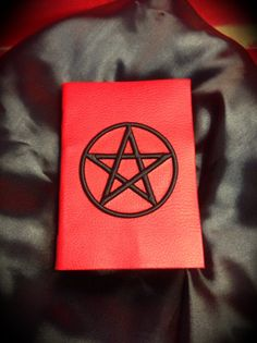 """Libro degli incantesimi """"Black Pentacle""""-- PRONTA CONSEGNA -- di LittleSorcerer su Etsy"""