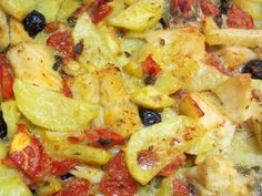 Baccalà al forno con patate, olive nere e pomodorini Fish And Meat, Fish And Chips, Fish And Seafood, Quick Recipes, Fish Recipes, Seafood Recipes, Fish Dinner, Seafood Dinner, Latte
