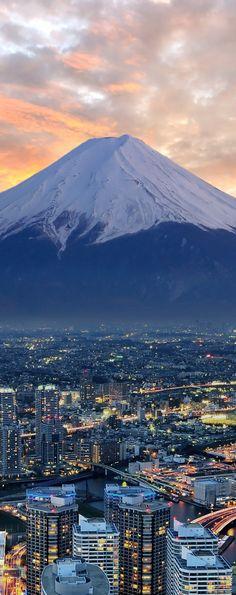 Mount Fuji and Tokyo, Japan Beautiful Places To Visit, Cool Places To Visit, Places To Travel, Travel Around The World, Around The Worlds, Japanese Mountains, Fuji Mountain, Monte Fuji, Tokyo Shopping