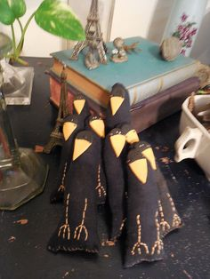 Lloyd is a Primitive Crow Ornie by WildAliceDreams on Etsy Primitive, Birds, Table Decorations, Quilts, Crows, Trending Outfits, Handmade Gifts, Fabric, Alice