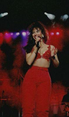 Selena One of my favorite outfits. Selena Quintanilla Perez, Selena Gomez, Divas, Claudia Schiffer, Selena Costume, Selena Quintanilla Halloween Costume, American Girl, Selena Pictures, 90s Fashion