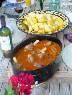 DINING #StancijaScodanella #Motovun #Istria #Croatia. Info #IstrienPur & reservations: http://www.istrien-pur.com/objekt/schoenes-ferienhaus-mit-garten-pool-und-blick-auf-motovun/