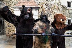 Les trois ours et en médaillon, les trois maires : Bernard Remedi (Prats-de-Mollo), Jacques Roitg (Saint-Laurent-de-Cerdans) et René Bantoure (Arles-sur-Tech).
