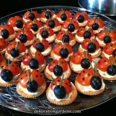 Kids Party Platter Ladybird Tomato and Olive Platter Kids Party Platter. - Kids Party Platter Ladybird Tomato and Olive Platter Kids Party Platter Ladybird Tomato an - Party Platters, Food Platters, Fruit Party, Snacks Für Party, Bug Party Food, Healthy Kids Party Food, Dinner Healthy, Party Games, Snack Recipes