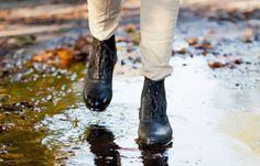 Mode-Hack: Wasserflecken auf Schuhen entfernen - BRIGITTE