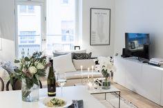 Fredagsmys | Mia Sophia Modern Small Apartment Design, Small House Interior Design, Small House Decorating, Interior Design Living Room, Simple Interior, Interior Designing, Decorating Ideas, Apartment Living, Living Rooms