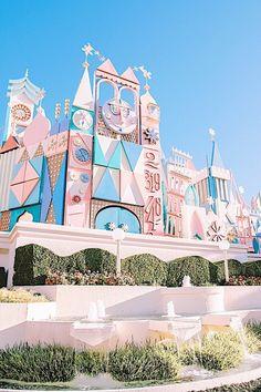 It's a Small World at Disneyland in Anaheim Tokyo Disneyland, Disneyland Photos, Vintage Disneyland, Small World Disneyland, Shanghai Disney, Disney Rides, Walt Disney, Disney Magic, Punk Disney