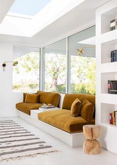 Retro Sunken Living Room Design Inspiration chic, built-in sofa inspiration Best Interior, Modern Interior Design, Interior Architecture, Luxury Interior, Yellow Interior, Concept Design Interior, Room Interior, Interior Colors, Sofa Inspiration